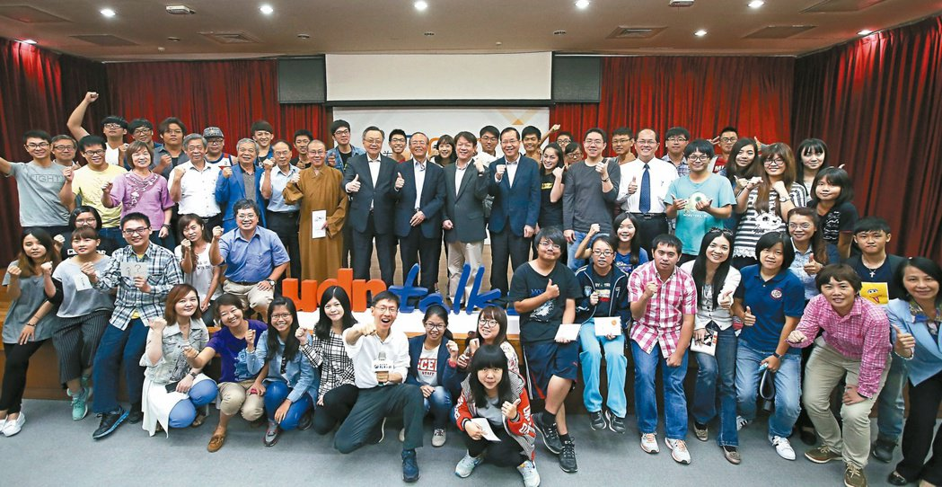 聯合報願景工程昨天在南華大學舉辦「為青年尋路論壇」,邀請青年創業家與學生分享創業...