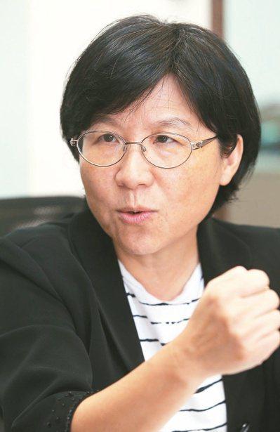 行政院政務委員馮燕回應,建議教育部鼓勵各國小校外教學納入學童參訪老人機構行程。 ...