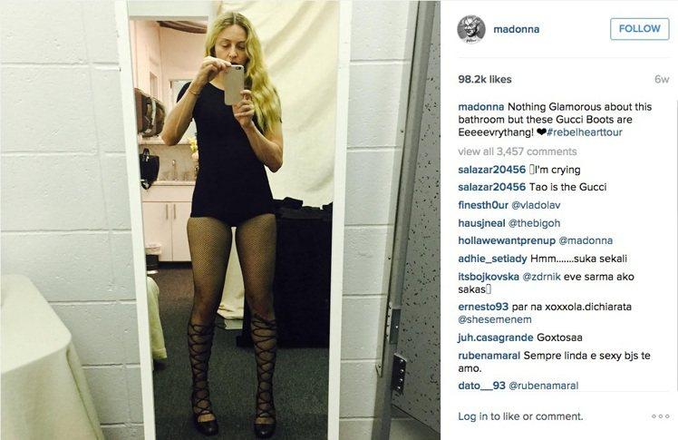 瑪丹娜自己的Instagram貼出她穿上Gucci鞋的自拍照。圖/擷自Insta...