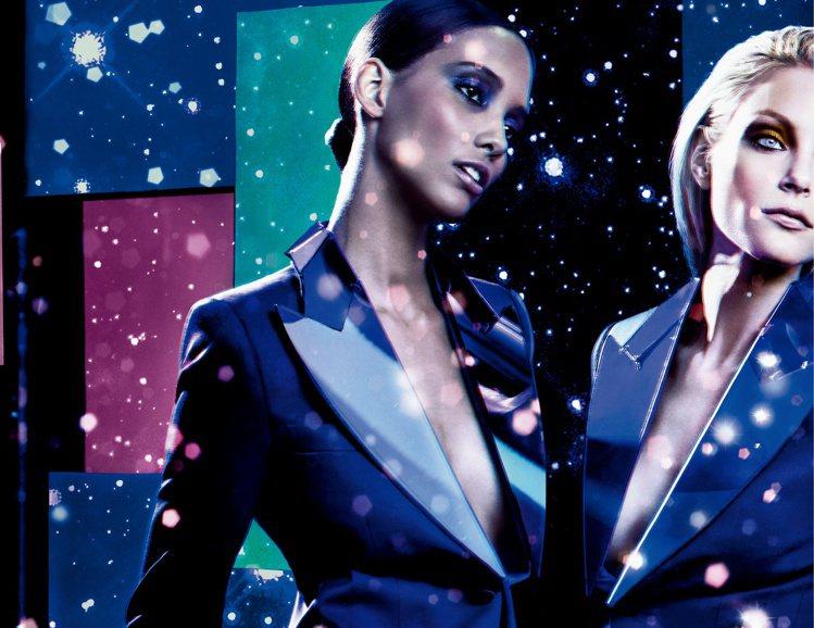 藍調煙燻展自信!M.A.C奇幻之夜耶誕彩妝。圖/M.A.C提供
