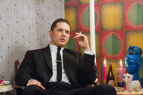演技派男星湯姆哈迪(Tom Hardy)因電影「瘋狂麥斯:憤怒道」在台灣知名度大開,性感的英國腔和帥氣指數破表的外形,儼然成為影壇受矚目的男神之一,近期他在新片「金牌黑幫」中和小鮮肉泰隆艾格頓有精彩...