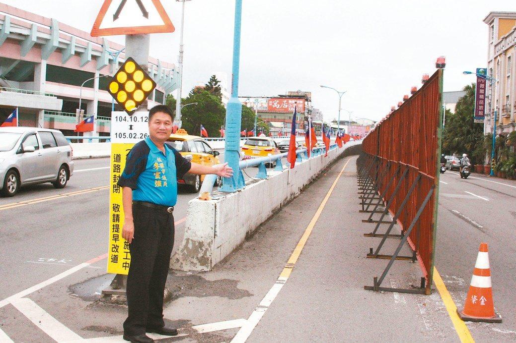 聯絡桃園、龜山46年的桃園陸橋要拆了。公路總局昨天起架設圍籬進行封路,多年爭取拆...
