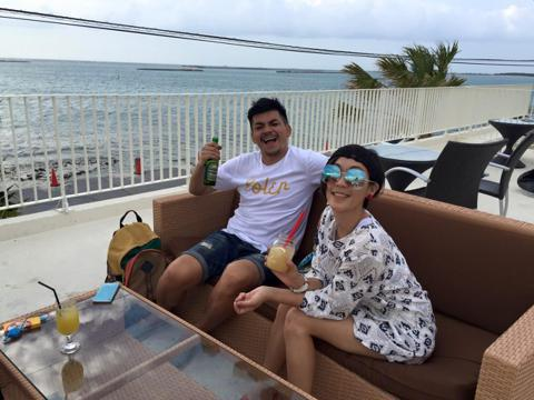史丹利與Gigi在沖繩完成婚禮後,兩人在回國各自在臉書上談到婚後感想,Gigi已自稱為賴太太「出了一個國,多了一個賴太太的身分,以及滿滿幸福的回憶!謝謝所有參加的好友們 我們準備收心回家囉! 」,而...