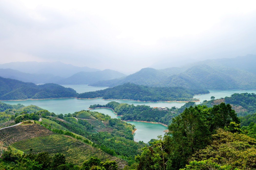 石碇千島湖美景,讓人流連忘返。 記者陳威任/攝影