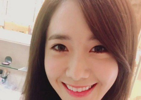 23日,韓國女子組合少女時代成員允兒在個人SNS上公開了一張新照,慶祝組合出道3000日。在公開的照片中,允兒以笑顏直面鏡頭,純潔的白色上衣和精緻的五官非常相稱,十分賞心悅目。允兒在照片下留言道「雖...