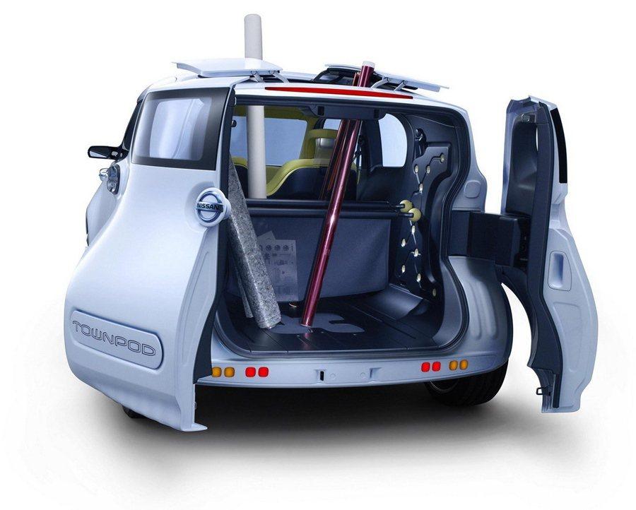 TOWNPOD,行李廂也採對開式車門,車頂有小天窗,要放較長的物品,可以將小天窗...