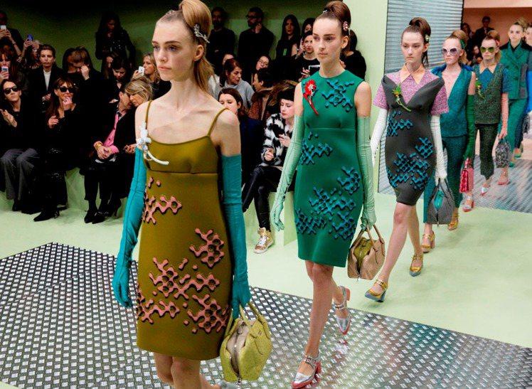 PRADA 用蓬蓬線條重新打造現代女孩的公主風穿搭。圖/PRADA提供