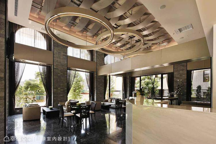 ▲迎賓大廳以圓、金色元素承接入口的東方品味,並以石材烘托空間的古典奢華氣勢。