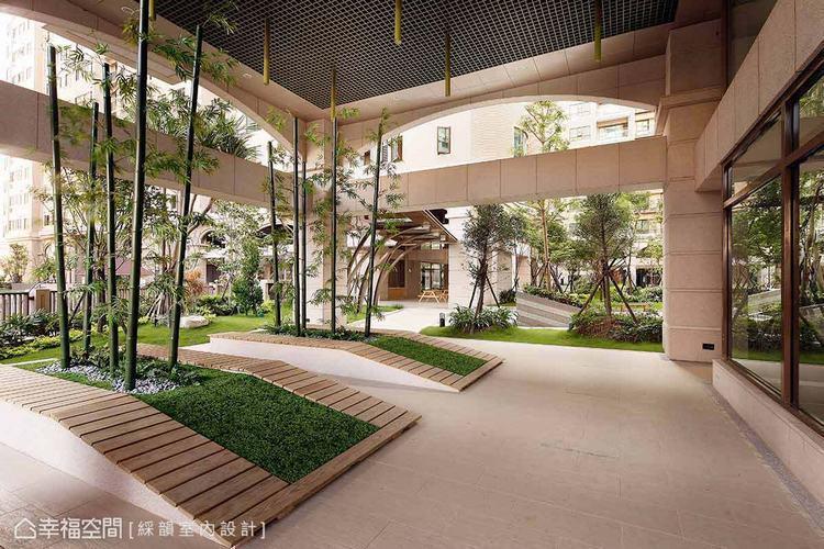 ▲入口後的庭園景致,結合中國與日本的竹與綠意,點出個案意欲呈現的東方悠閒意境。