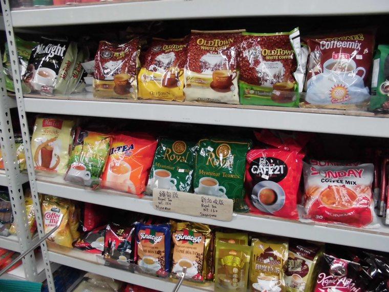 新北市「曼第一」緬甸商店販售的即溶咖啡。 記者王長鼎/攝影
