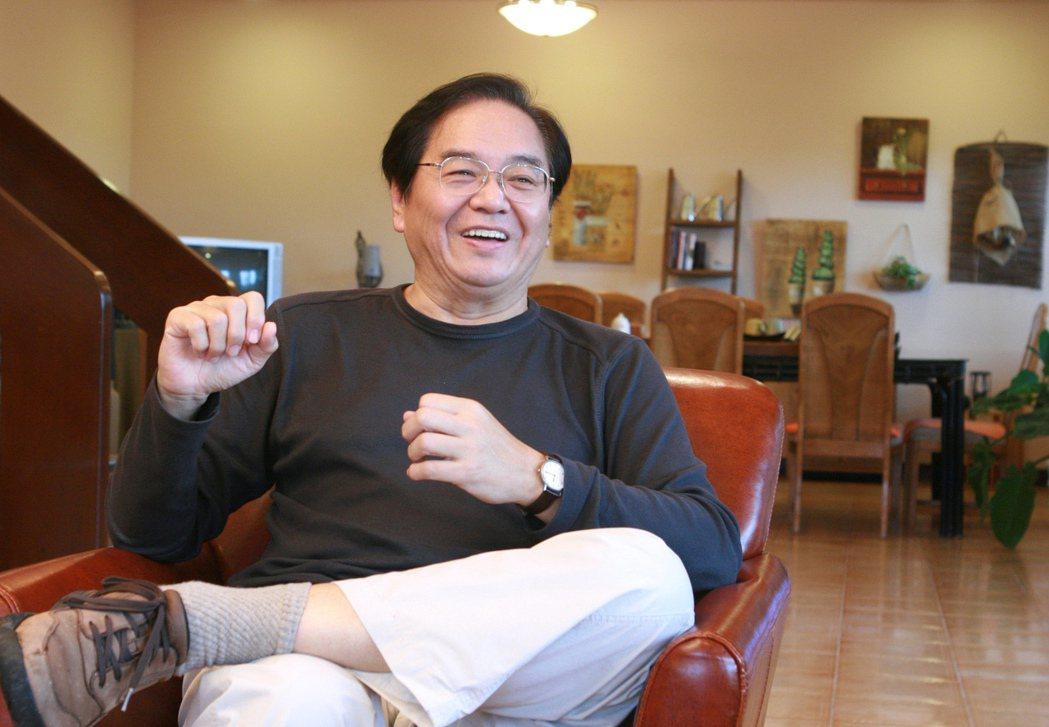 奇哥董事長陶傳正鼓勵大家都開臉書,他說:「別以為自己年紀大了,不會用電腦,其實太...