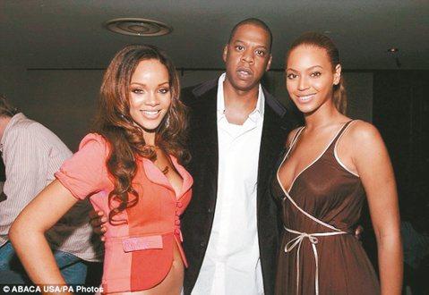 美國嘻哈天王JAY Z和碧昂絲夫婦,10年前曾為了拉抬歌手蕾哈娜、曾分手一年?最近,一本未經授權的新書「碧昂絲之路:內幕大公開(Becoming Beyonce:The Untold Story)」...