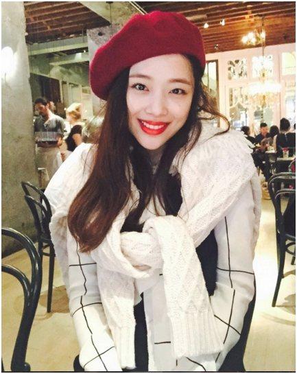 原是南韓團體f(x)成員之一的雪莉,在今年8月宣布正式退團後,目前往演員之路邁進,24日她在Instagram上為好友IU的新專輯加油打氣,豈料卻引起不少粉絲的反彈,原來是因為最近f(x)也推出新專...