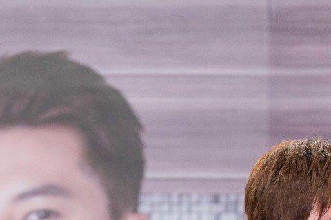 李國毅、林予晞主演三立、東森周五華劇「料理高校生」,25日舉辦粉絲見面會,現場擠進600名粉絲,2人拍吻戲曝私密觸感,林予晞大方吐露螢幕初吻被李國毅奪走,並讚觸感柔軟,李國毅則害羞坦言,拍吻戲雖非第...