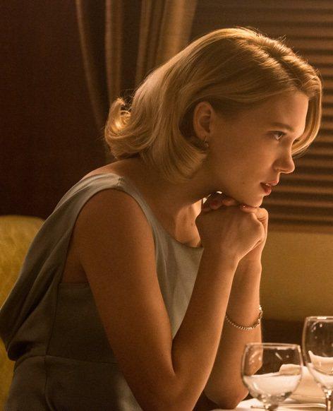 梅德琳博士則在片中穿著Ghost Hollywood Salma的灰綠色小禮服現...