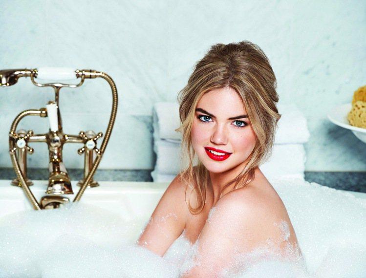 BOBBI BROWN金緻奢華唇膏的滋潤成分與絲滑質地,展現飽和時尚唇色。圖/B...