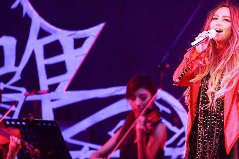 阿妹張惠妹受邀到曼谷開唱,因為主辦單位看到今年阿妹在台北的「烏托邦」演唱會,覺得氣氛很適合泰國潑水節,力邀阿妹到曼谷開唱,而阿妹爽快答應。據《自由時報》報導,阿妹在泰國的演唱會將加入泰國風環節,像是...