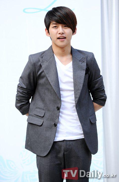 U-KISS前成員兼演員東浩將於11月中旬舉辦婚禮。 據悉,東浩正在籌備11月中旬的婚禮中,小倆口於3個月前就開始著手準備。2008年,東浩作為U-KISS一員出道,之後在各類影視作品、綜藝節目中展...