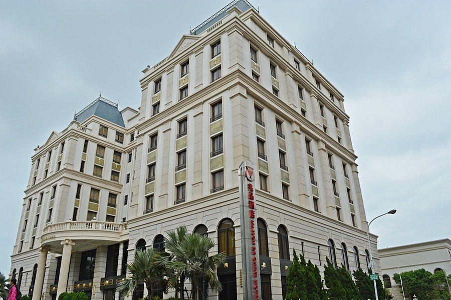 這棟酒店也有著仿如16世紀歐洲平頂式屋頂宮殿的外觀。那也是一種巴洛克。