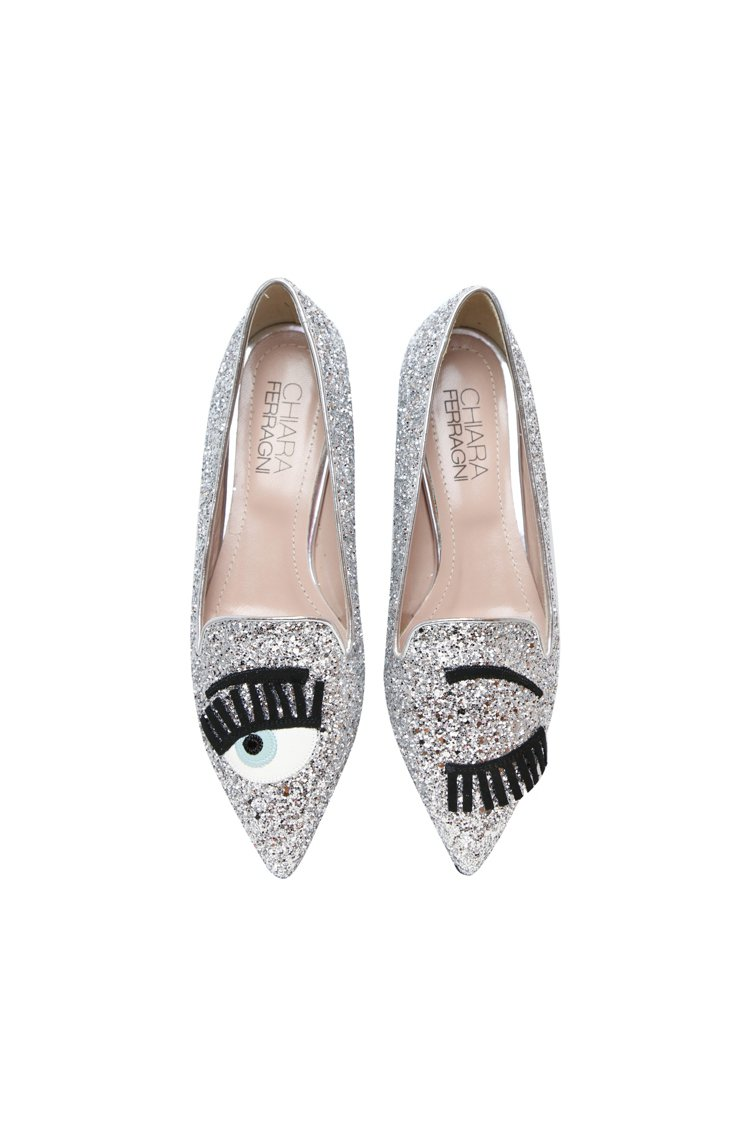 Flirting系列 銀色亮片尖頭平底鞋,13,800元。圖/Chiara Fe...