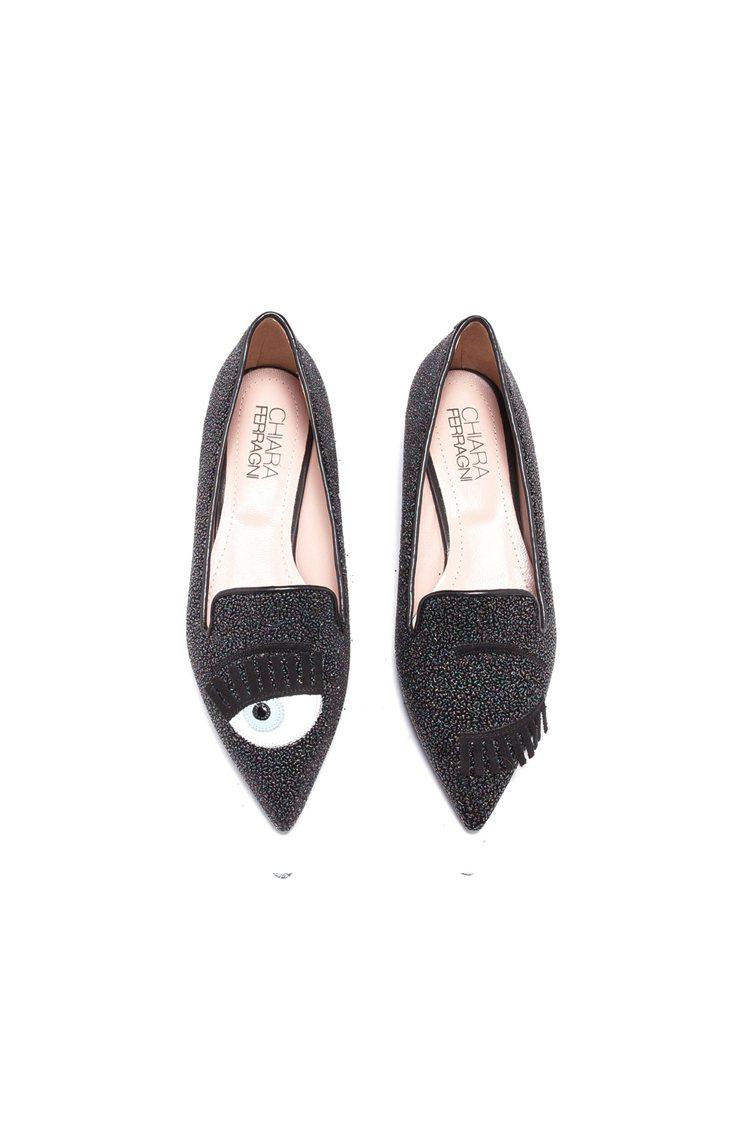 Flirting系列 深灰亮片尖頭平底鞋,17,600元。圖/Chiara Fe...