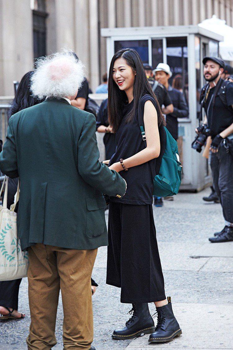 紐約時裝周街拍到像艾因斯坦的有趣身影。圖/巫昀穎攝影
