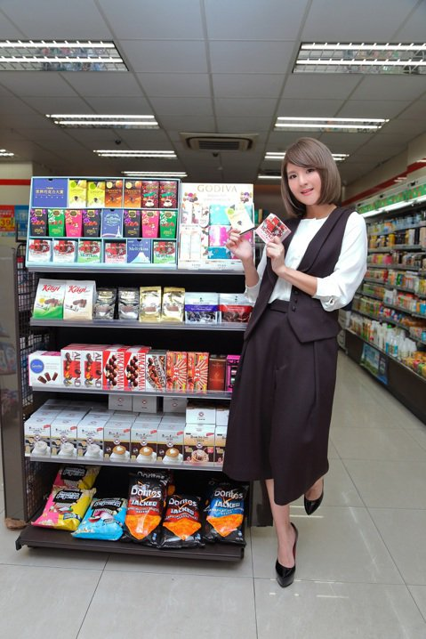 郭靜形象甜美,吸引廠商上門,新接巧克力廣告代言,並為廣告曲「幸福不設限」拍MV,投己所好,樂得一口氣狂吃3、40顆巧克力。