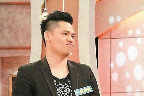 有許多男星深受減肥所苦,倪安東哀怨自己最胖時110公斤,曾為發片激烈減肥瘦到83公斤,結果一不忌口就胖回來,目前90公斤仍被嫌胖,他說:「但90公斤在國外是正常體重。」