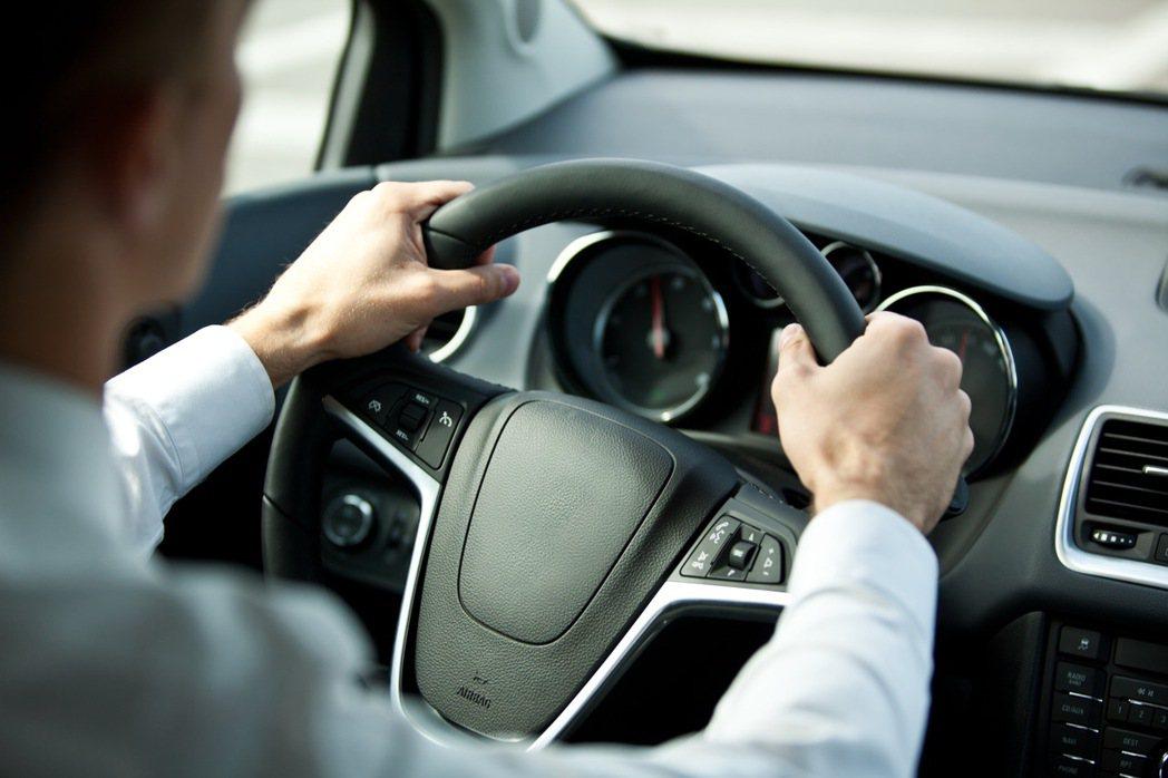 越來越多科技配備全面搭載在車款上頭。 圖/ingimage提供