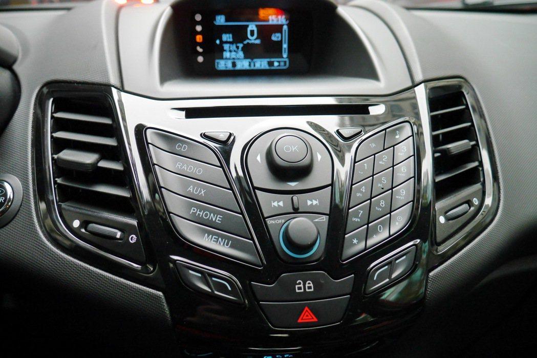 車機提供MP3播放系統,已經成為目前的主流服務。 記者陳威任/攝影