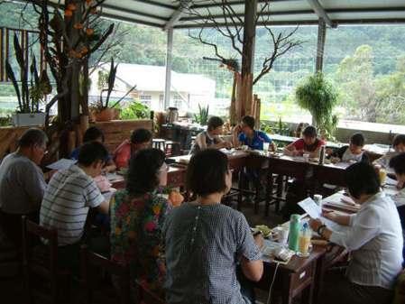 二樓開放式庭院可提供團體開會或個人享用下午茶。