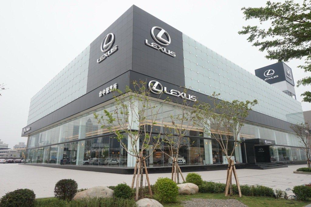 Lexus台中營業所提供B1至地上4層建築,匯集汽車展售、保養維修及客服中心等服...