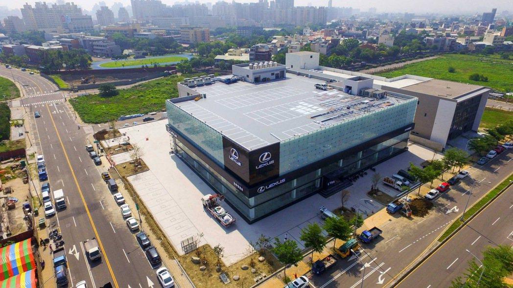 Lexus台中營業所為東南亞最大的旗艦店,基地面積為2376坪,總樓地板面積為3...
