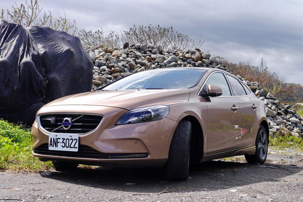 北歐美型掀背旅行車Volvo V40 T3。 記者陳威任/攝影