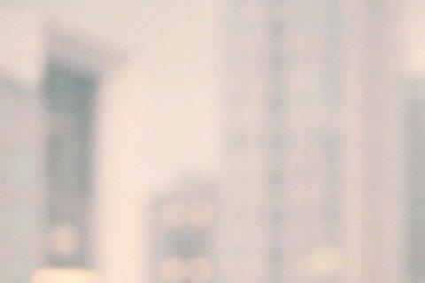滅絕師太黃小琥看似嚴謹,竟自爆最愛2個一起來?她下月13日推出新專輯「愛情原來沒什麼」,以新歌「心酸的成熟」PK「你老了」,以雙主打策略攻占市場,她興奮大喊:「我最喜歡雙打了!」讓工作人員嚇一跳,愛...