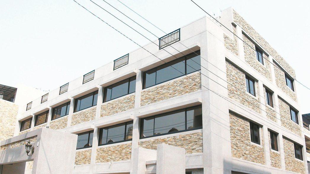 吉崗建設「前峰之星」,共建13戶,鎖定岡山在地客層,總價1188萬起。 記者王昭...