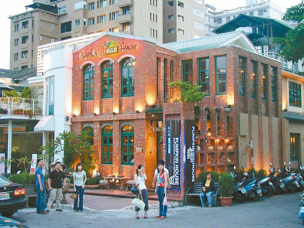 台中美術園道兩側主題餐廳林立,充滿異國風情。 記者宋健生/攝影