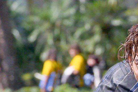 台視、三立偶像劇「愛上哥們」播出後收視第一,最新一集再下猛藥,將播出杜子楓(陳楚河飾)帶皮亞諾 (賴雅妍飾)巡視樂園,剛好碰到噴水池自動噴水的時間,兩人便開始玩了起來。為了這場戲,劇組特別到噴水池取...