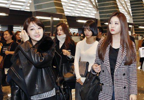 韓國四人女子團體Girl's Day中午搭乘KE-691班機抵達桃園機場,四人將於明天(11月1日)在TICC臺北國際會議中心開唱,這也是Girl's Day首度在台灣舉辦單獨SHOWCASE,四人...