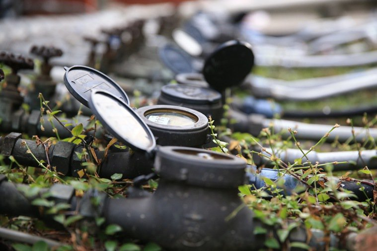 鉛水管問題引發民眾恐慌,許多民眾盼瞭解自身是否是鉛管使用戶,並盼政府儘速汰換鉛管...