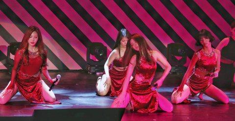 韓國4人女子團體「Girl's Day」出道5年,以性感形象走紅南韓演藝圈,能歌善舞獲得廣大台灣粉絲支持,1日晚間6點半她們在台北國際會議中心舉辦歌友會,這也是她們在台首場個人演出。「Girl&#0...