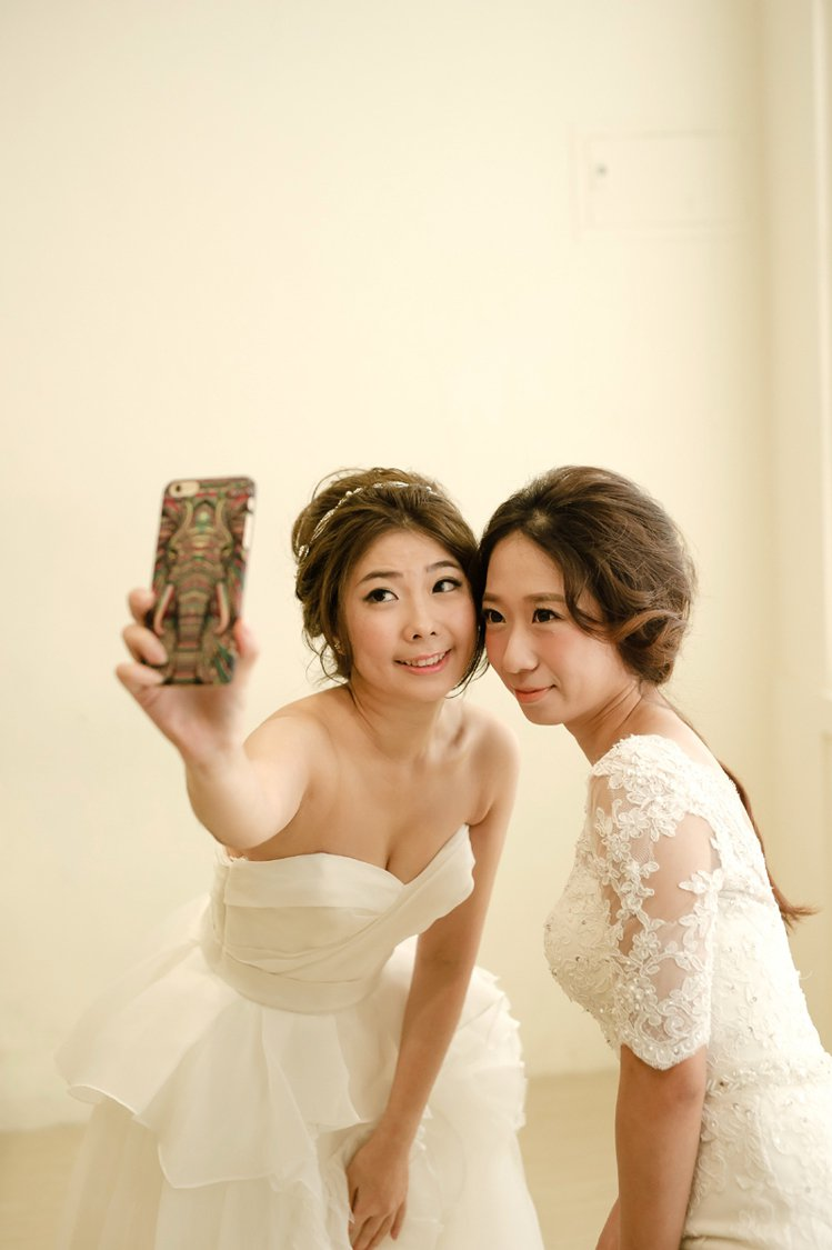 iWed日前特別舉辦了高規模的新秘試妝、婚攝側拍活動,邀請杯子攝影婚攝呆爸、vi...