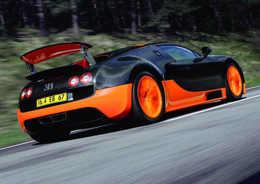 每一輛即將交付車主的 Bugatti Veyron出廠前皆須歷經實際測試里程達5...
