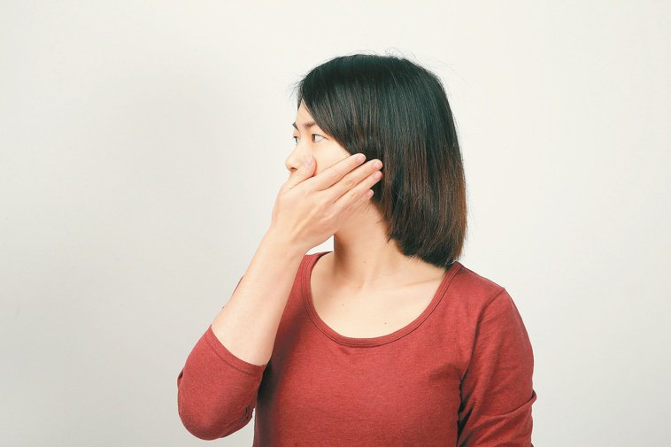 使用母乳肥皂、蛋清加牛奶敷臉等偏方,易造成皮膚傷害。 報系資料照
