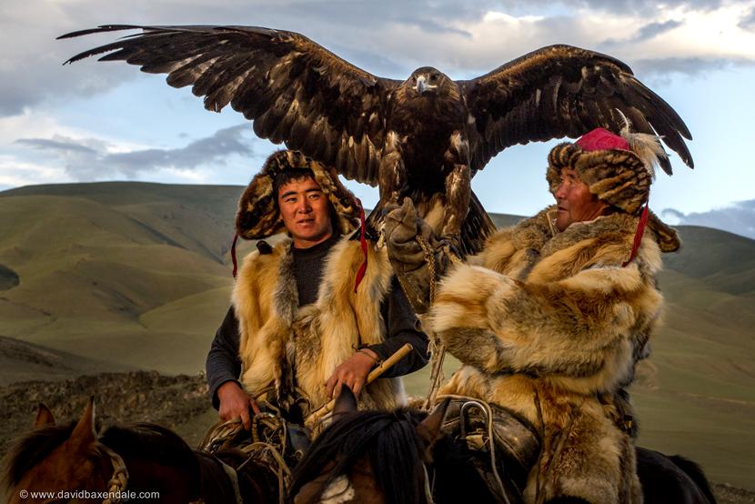 兩個蒙古,一內一外,在不同意識形態的糾葛與選擇下,踏不同的民族自決之路。 pho...