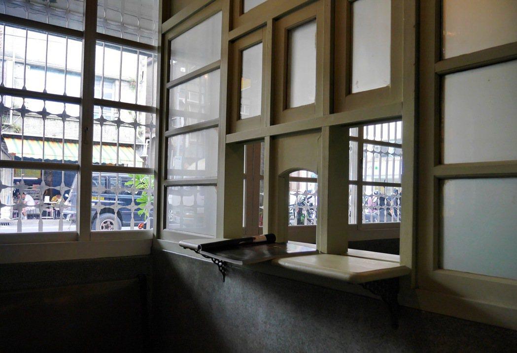一樓保留診所原有格局,進門就是掛號區。 記者陳威任/攝影