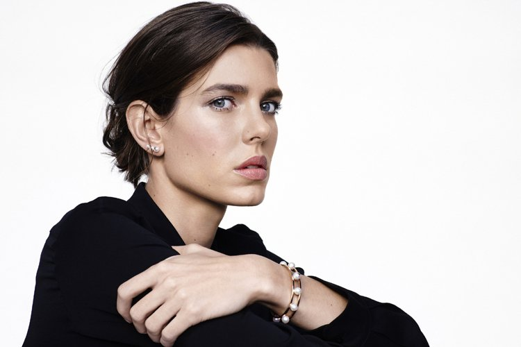 摩納哥公主夏洛特卡西拉奇拍攝品牌形象廣告,展現都會女性特質。圖/萬寶龍提供