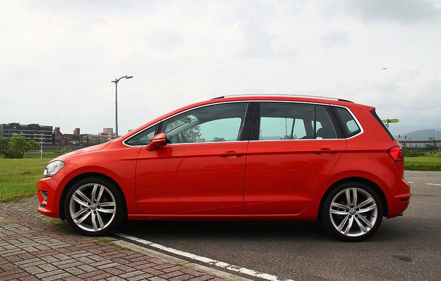 換上全新設計的 Sportsvan變得更具吸引力,絕對不會讓 VW車迷們失望。 ...
