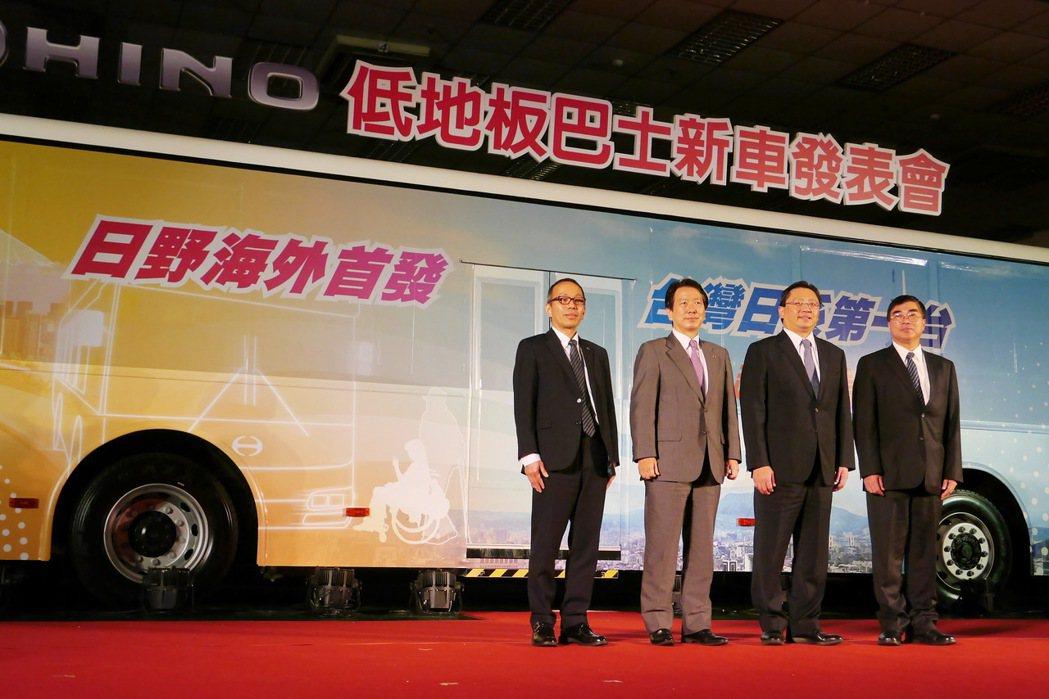 日野汽車台灣總代理和泰汽車引進日野低底板巴士,除了是日野海外首發外,也是台灣日系...