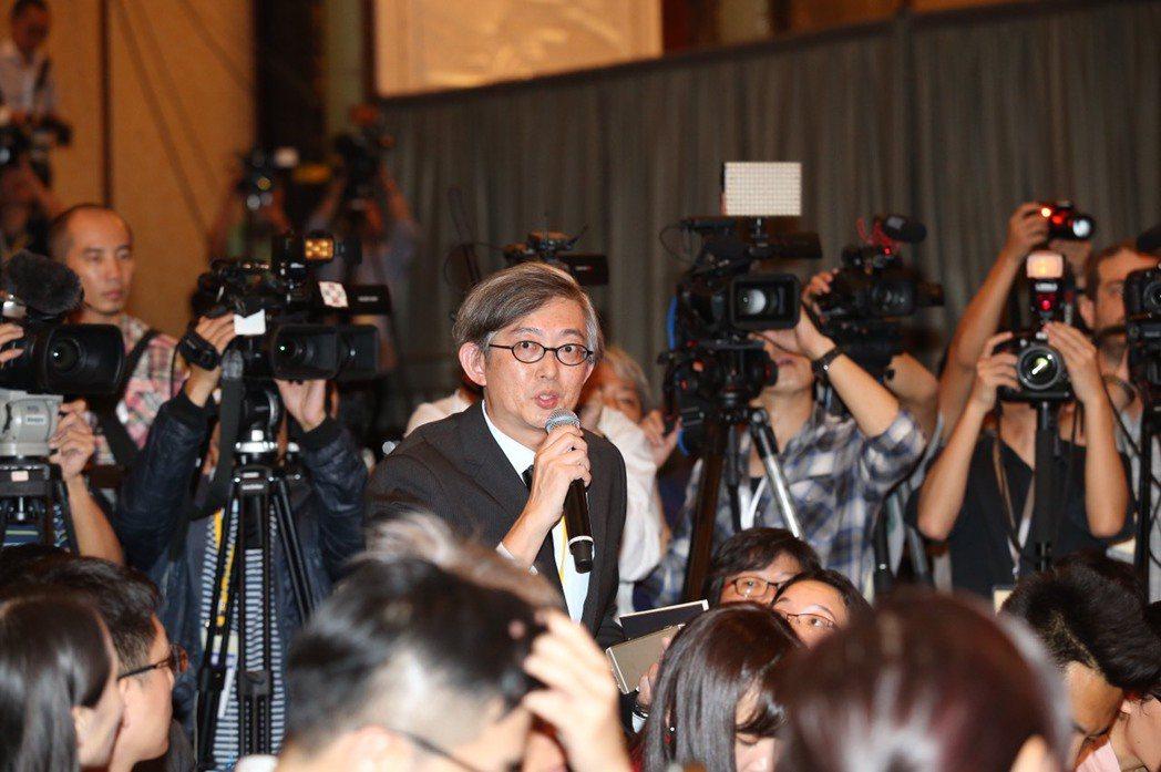 馬習會會後馬總統記者會,聯合報系採訪團長、聯合晚報副總編何振忠提問。